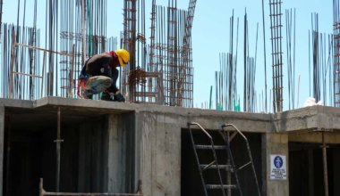 how much do construction workers make